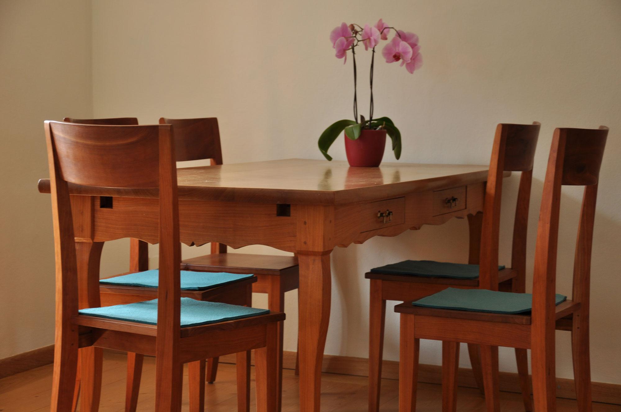 Tisch   Bank   Stuhl